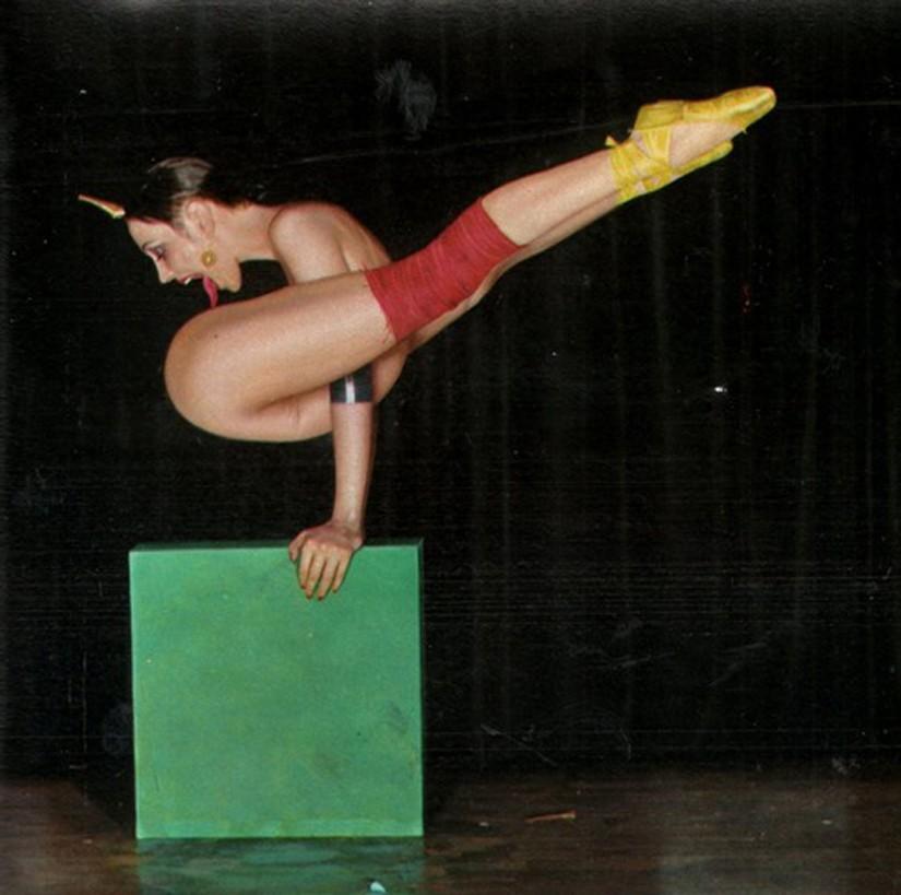 devushki-gimnastki-lizhut-sebe